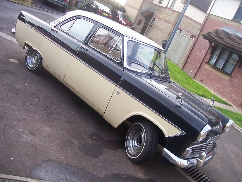 God I loved this Ford Zodiac. But look at it. How could I not?