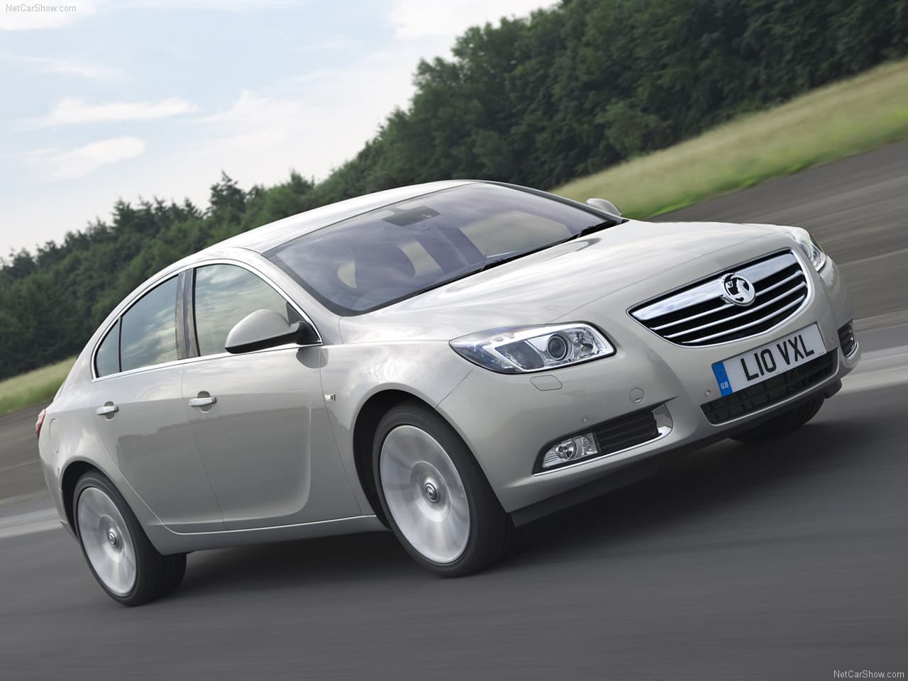 Vauxhall Insignia, Vauxhall, Insignia, SRi, Elite, NAV, Luton, saloon car, hatchback, company car, rep car, boring car, motoring, automotive, car, cars, diesel, petrol, autotrader, ebay, ebay motors, classic car, retro car, cheap car, bargain car
