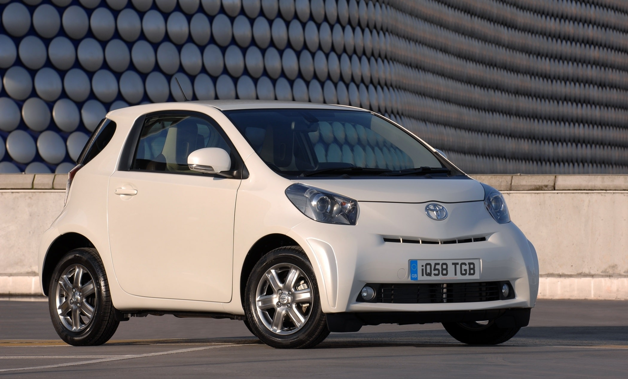 Toyota IQ, Toyota, IQ, small car, Japanese car, hatchback, city car, motoring, automotive, car, cars, bargain car, urban car