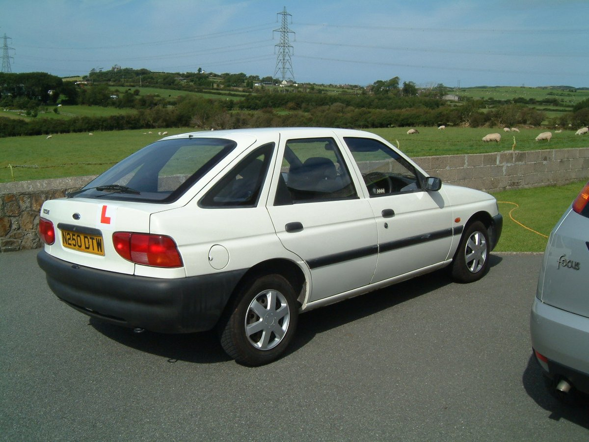 Sion Hudson, Ford Escort, Ford, Escort, hatchback, first car, young driver, car review, William Woollard, Top Gear, motoring, automotive, classic car, retro car, did you know Jonny Smith loves a Ford Escort?, featured, ebay, ebay motors, autotrader, car, cars