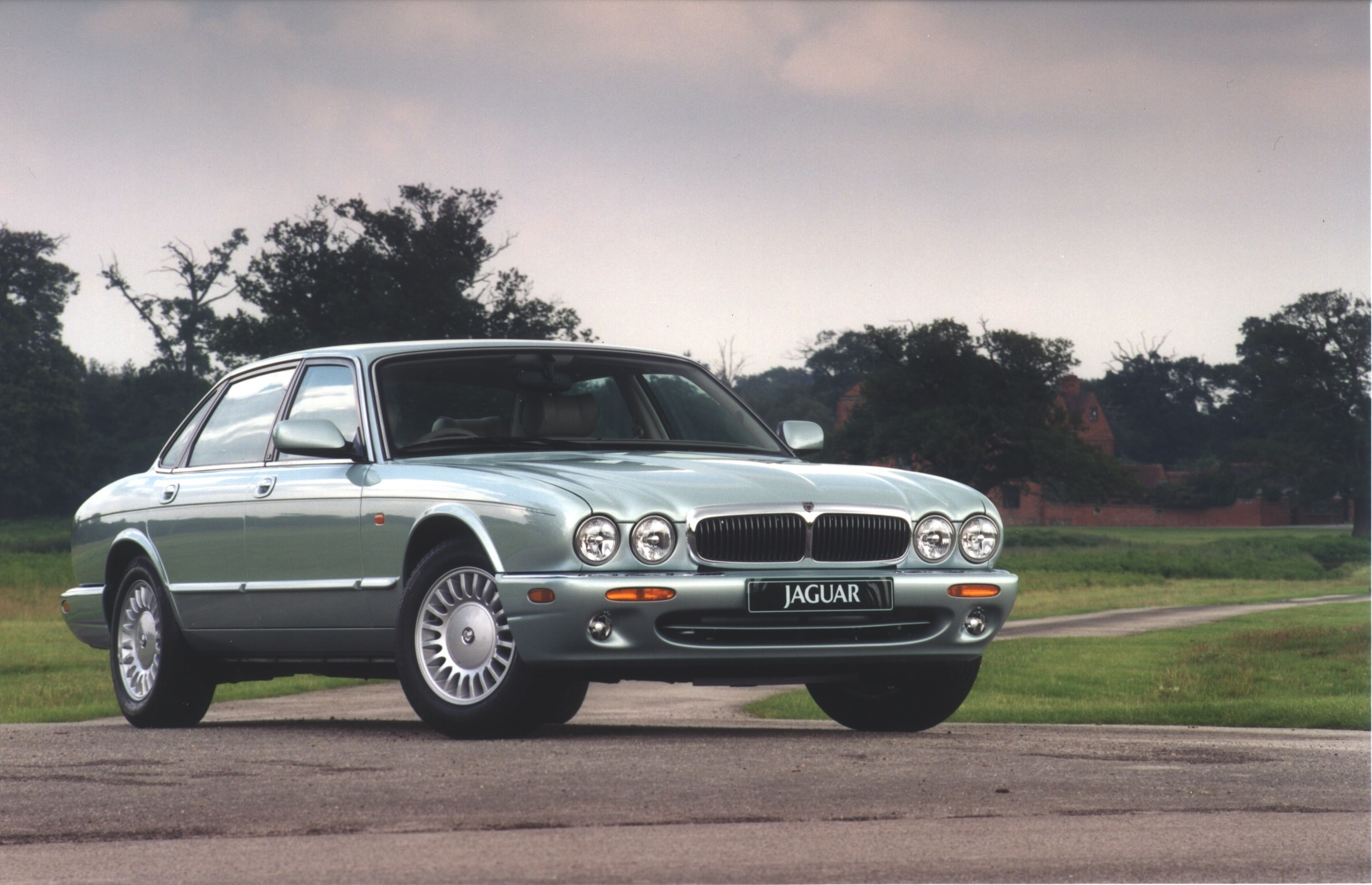 Jaguar XJ, Jaguar, XJ, XJ6, XJ8, XJR, V8 straight-six, british car, gaydon, classic car, retro car, daimler, motoring, automotive, car, cars, british classic, gangster, snatch, ebay motors, autotrader