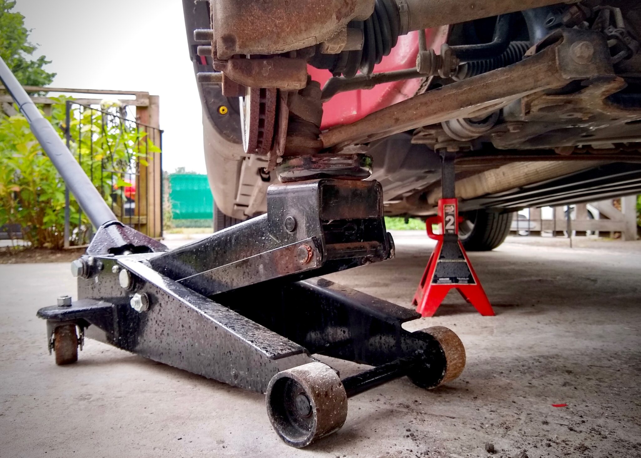 jack, trolley jack, axle, ball joint, control arm, working on cars, fixing cars, not 2 grand, n2g, not2grand, not2grand.co.uk